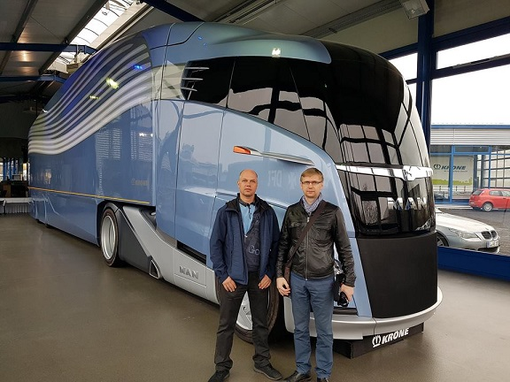 Ametikoolitus OÜ koolitajad Priit Lilleorg ja Lenno Põder Krone haagisetehases Saksamaal.